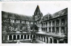 Caen (Calvados). Le cloître, intérieur du lycée  |