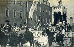 Fêtes historiques et celtiques de Saint-Brieuc, 1906. Le char de la Reine Anne