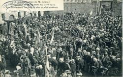 La réélection de M. Armez. Manifestation du Bourg-Blanc (25 avril 1910). Les manifestants arrivent de plus en plus nombreux    Armez, Monsieur