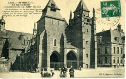 La cathédrale (commencée au XIIIe siècle)  |