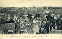Vue générale prise de l'église Saint-Pierre  |
