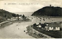 Sous-la-Tour, entrée du port   