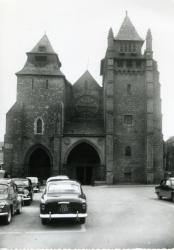 La cathédrale, XIIème siècle : église fortifiée du moyen-âge  |