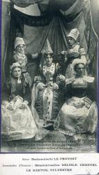 Fête historique de Saint-Brieuc, 1906. La duchesse Anne de Bretagne et ses demoiselles d'honneur  | Delisle, Mademoiselle