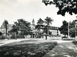 Lycée Ernest Renan, entrée principale  |